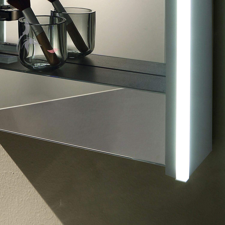 Led beleuchteter badspiegel schrank krefeld 50x70 cm led for Spiegelschrank 50 cm hoch